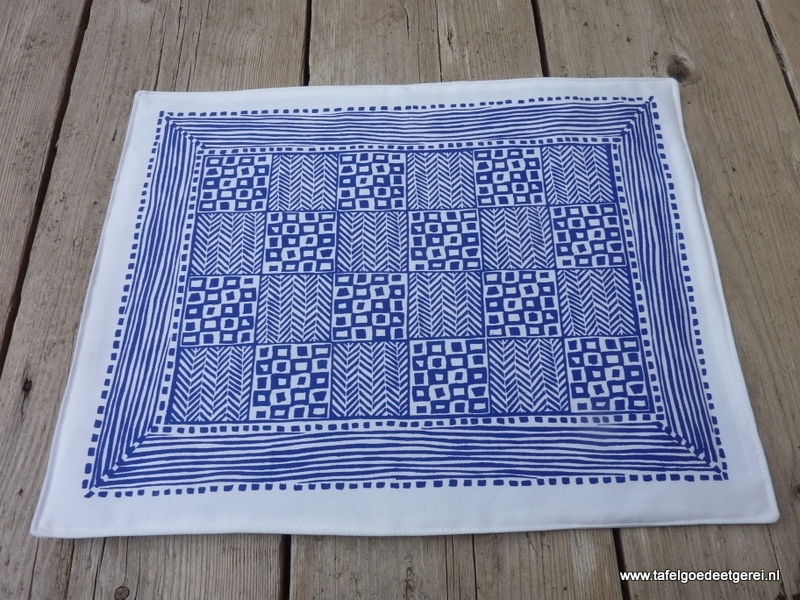 Placemat tight cube blue on white