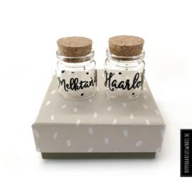 Haarlokje en melktandjes potjes in luxe cadeauverpakking grijs