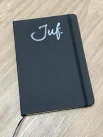 Zwart JUF. Notitieboekje Krijt