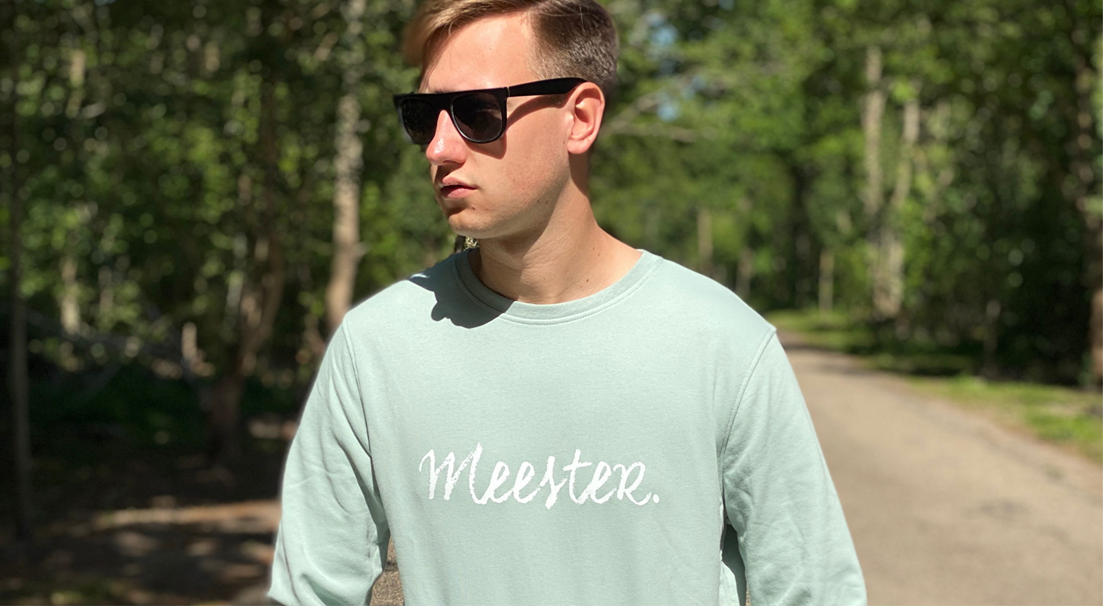 MEESTER. Sweaters