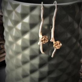 Zilveren oorbellen met gouden roos
