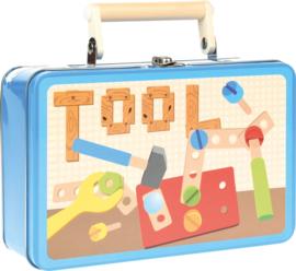 Houten gereedschap in een blikken doos