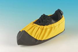 Schoenhoezen CATS geel maat 31/36 per paar.