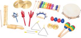 Set instrumenten voor muziektas aan de muur