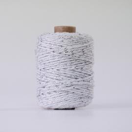 Witte katoenen koord met zilverdraadje (per meter)