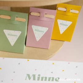 Driehoekjes geboortekaartje MINNE