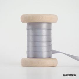 Lichtgrijs satijnlint 1cm (per meter)