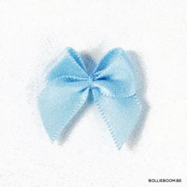 Lichtblauw strikje