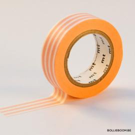 Koraal met witte horizontale strepen masking tape
