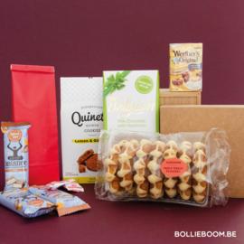 Suikerarm koekjes, chocolade en snoepjes pakket
