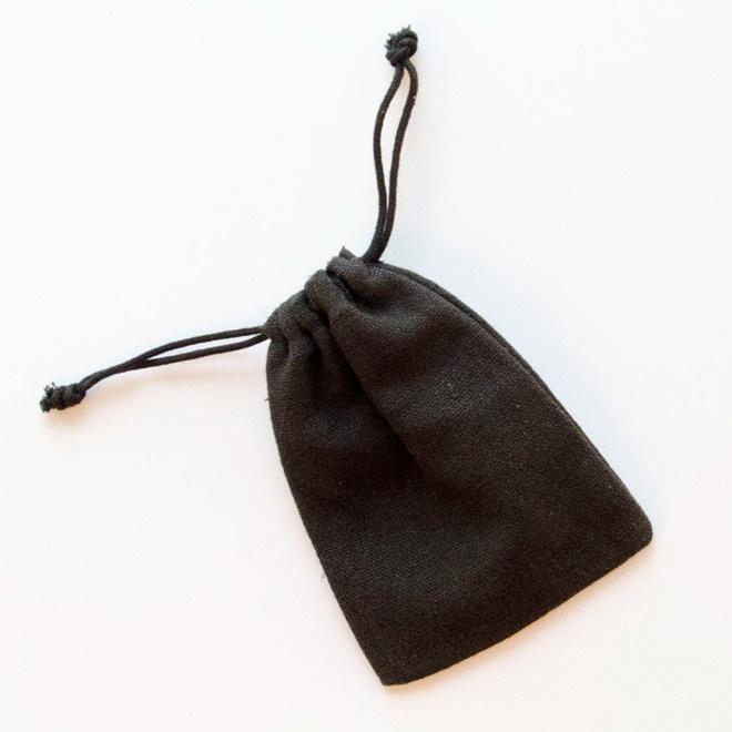 Zwart linnen trekzakje
