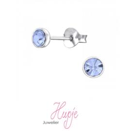 zilveren oorknopjes lichtblauwe kristallen