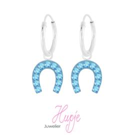 zilveren oorbellen hoefijzer lichtblauwe kristallen