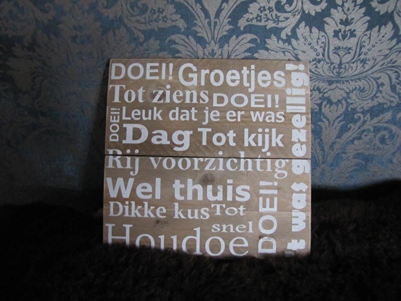 Doei!! Groetjes tot ziens. tekstbord op steigerhout