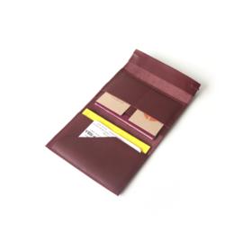 Hoesje voor paspoort en gele boekje