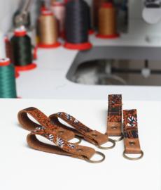 Batik cognac sleutelhanger