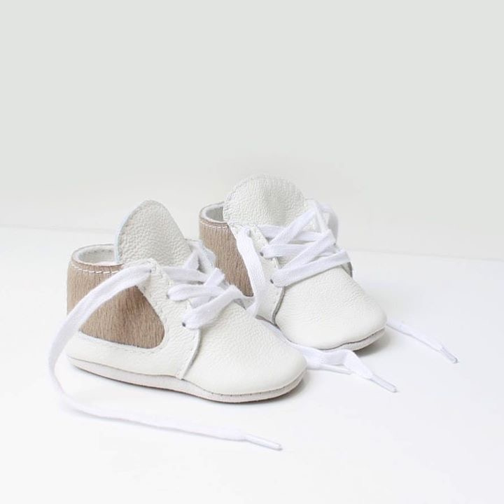 White babyshoes