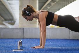 Gespot op instagram, Julia den Uijl (professioneel fitness atleet) met VR-i RHYTHM