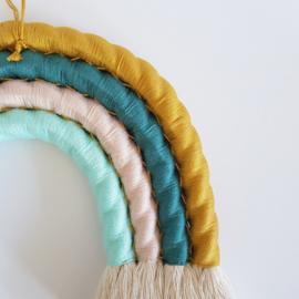 Macramé regenboog | Maat S/M | Kies je eigen kleuren