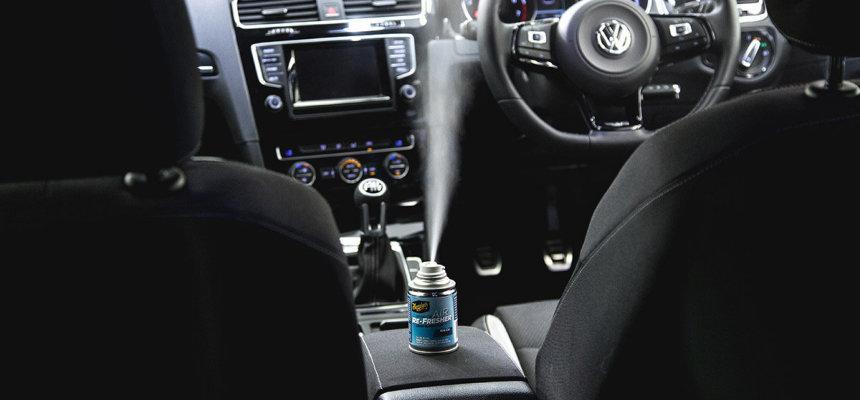 vieze geuren verwijderen uit je auto