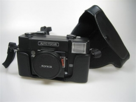Konica Camera C35 met flitser met tas en draagriem