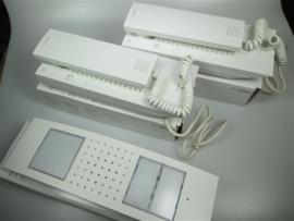 Deurintercomset voor een tweegezinswoning met verlichting en bel