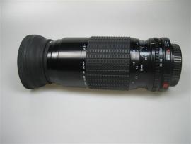 Sigma zoomlens 1:3.5-4.5 75-210mm met zonnekap en 2 doppen