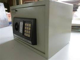 Elektronische safe met cijfercode en sleutels occasion
