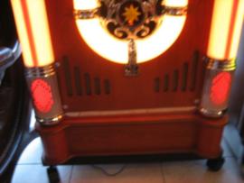 Ricatech Jukebox nieuw incl. verrijdbaar onderstel noten hout