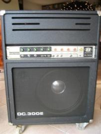 Dijnacord Orgel-Bas gitaar versterker type DC-300E