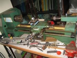 Draaibank met zeer veel accessoires uit ons atelier NR.DB550GN