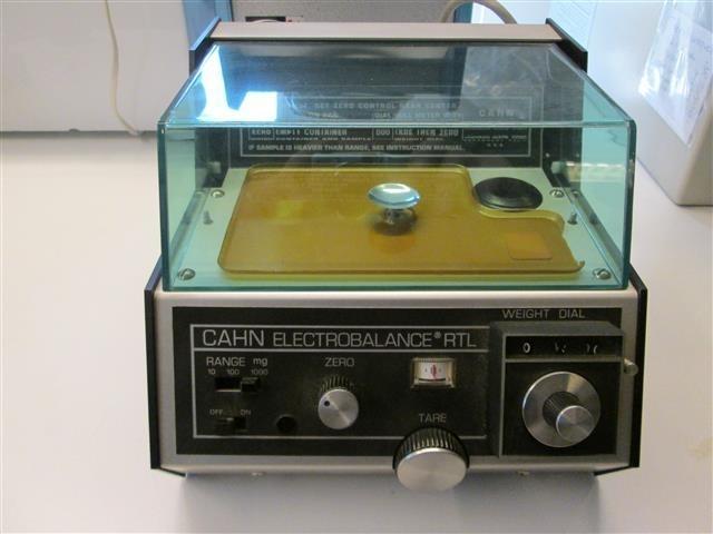 Cahn electro micro weegschaal met windkap occasion