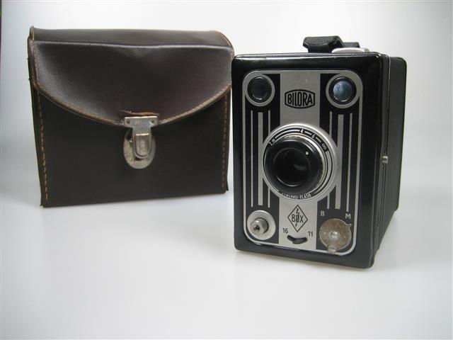 Bilora Box Camera uit 1949 met lederen tas i.z.g.s.