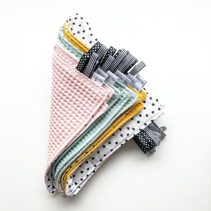 Labeldoekje   Monochrome stipjes & kleur