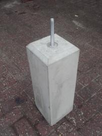 Betonpoer 12x12 Grijs met velling en draadeind