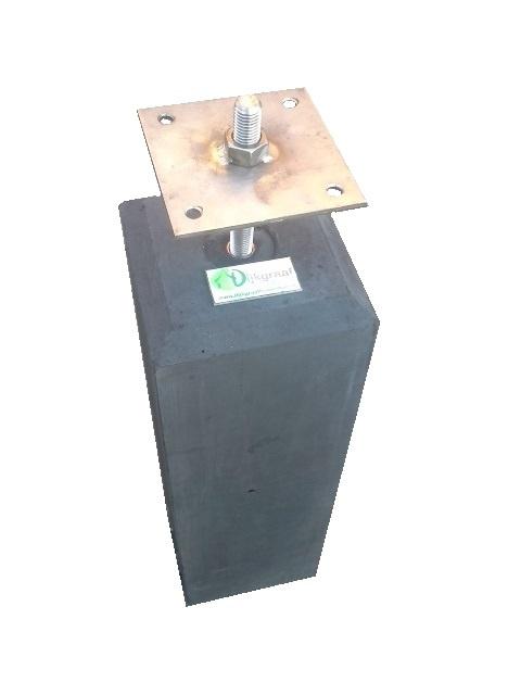 Betonpoer 12x12 met velling  en RVS bevestigingsplaat