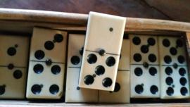 Zeer oud Domino doosje