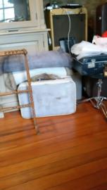 Oude grijze koffer