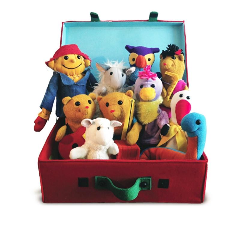 De Rode Koffer met 10 prachtige handpoppen uit Li La Land. INCLUSIEF BOEK!