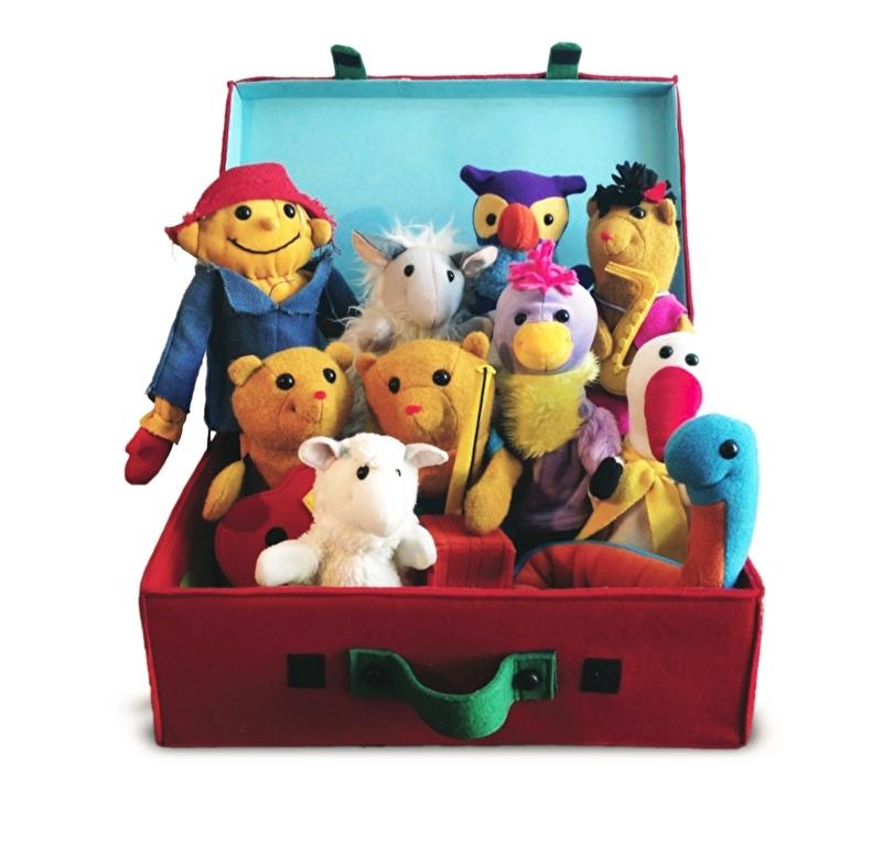 De Rode Koffer met 10 prachtige handpoppen uit Li La Land.