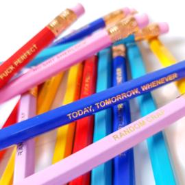 Set van 6 potloden met quotes TO RULE THE WORLD
