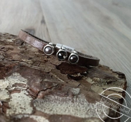 Leren armband taupe 3 stenen