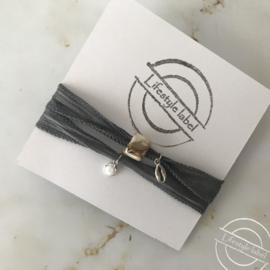 Wikkelarmband licht grijs zilver