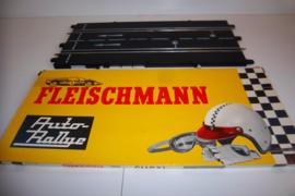 Fleischmann Auto-Rallye. Aansluitbaanstuk met rondenteller 3115.   in OVP geel