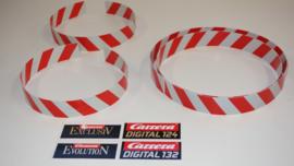 Rood/wit geblokte vangrails tbv Carrera racebanen. Totale lengte 2 meter.