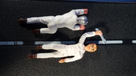 2 liggende witte monteurs