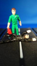 liggende monteur en groene monteur of toeschouwer.