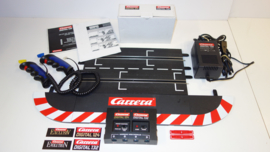 Carrera Digital 132/124 complete blackbox-unit   nr. 30344 + transformator + 2 x digitale regelaars nr. 26734