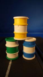 3 olievaten, geel, blauw en groen