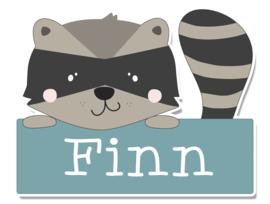 Naamstickers in vorm met leuke wasbeer type Finn